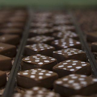 Les trois chocolats, Emiko Sano