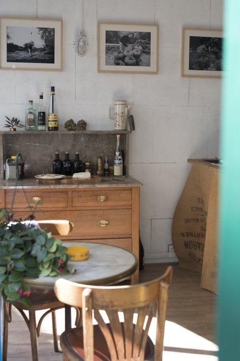 intérieur épicerie profil grec