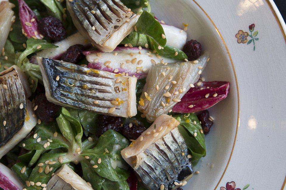 assiette de poisson et salade