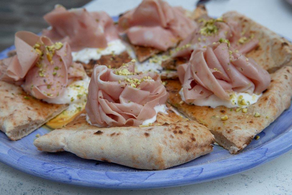 pizza mortadelle