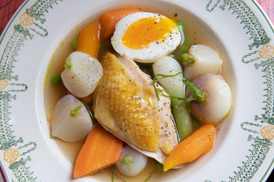 poulet fermier en bouillon