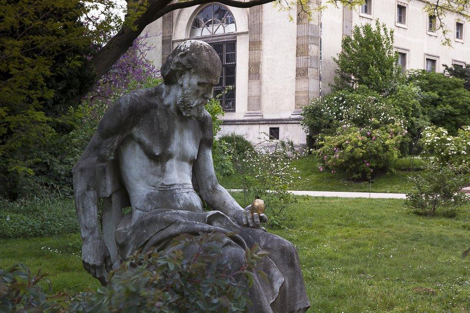 philosophe et oeuf au jardin des plantes