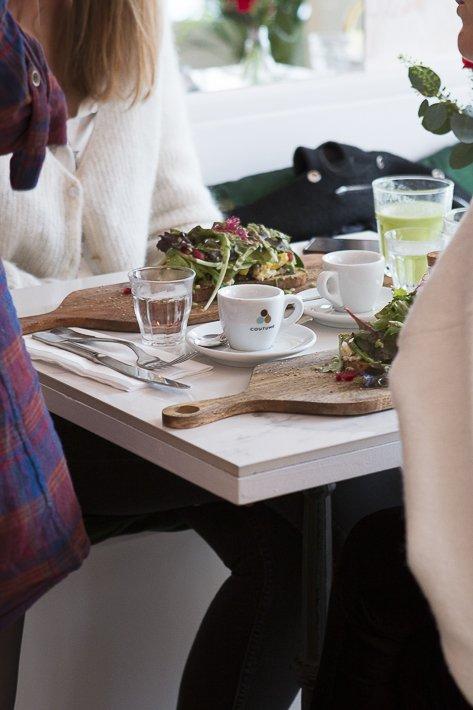 table et café coutume